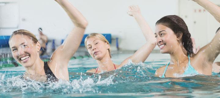 Mütterfitness im Wasser
